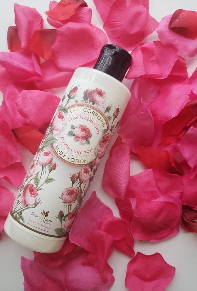 ROSEの香りにうっとり♡「エッセンシャルズボディーローション ローズ」